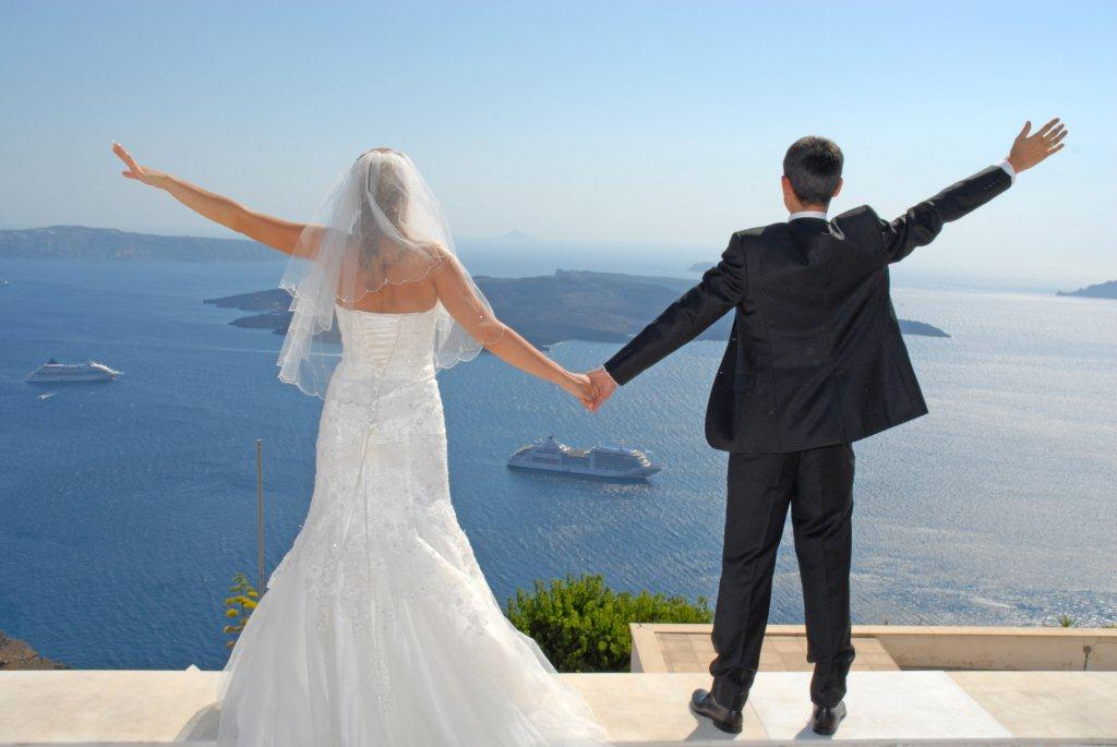 Celebrate love and your honeymoon in Ira Hotel & Spa in Santorini!