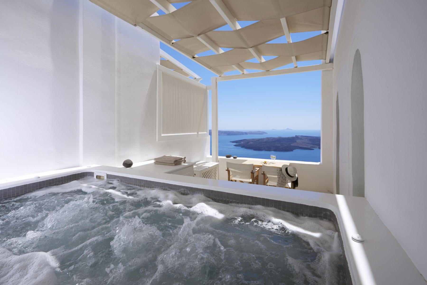 Ira_Hotel_Santorini-honeymoon-suite-b-3